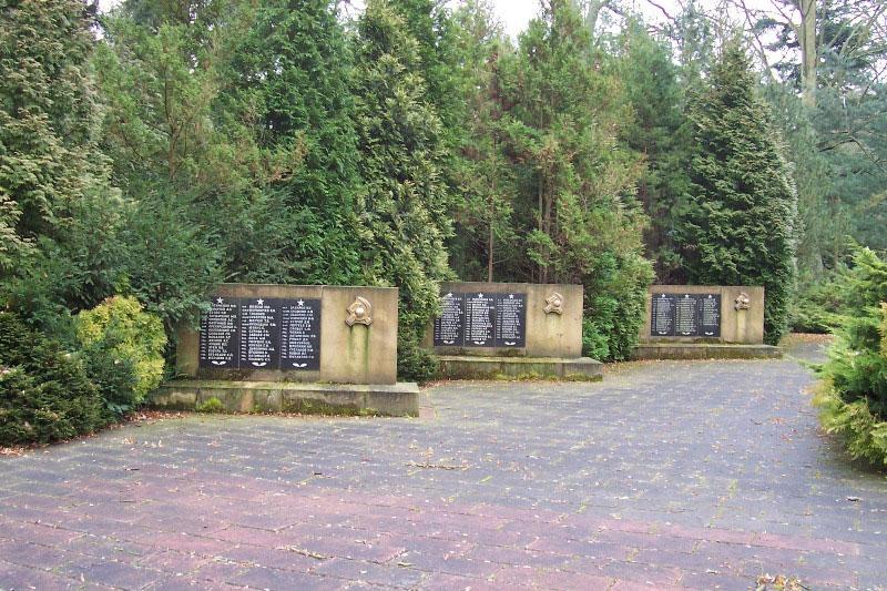 http://gsvg88.narod.ru/memorial/100_3909.jpg