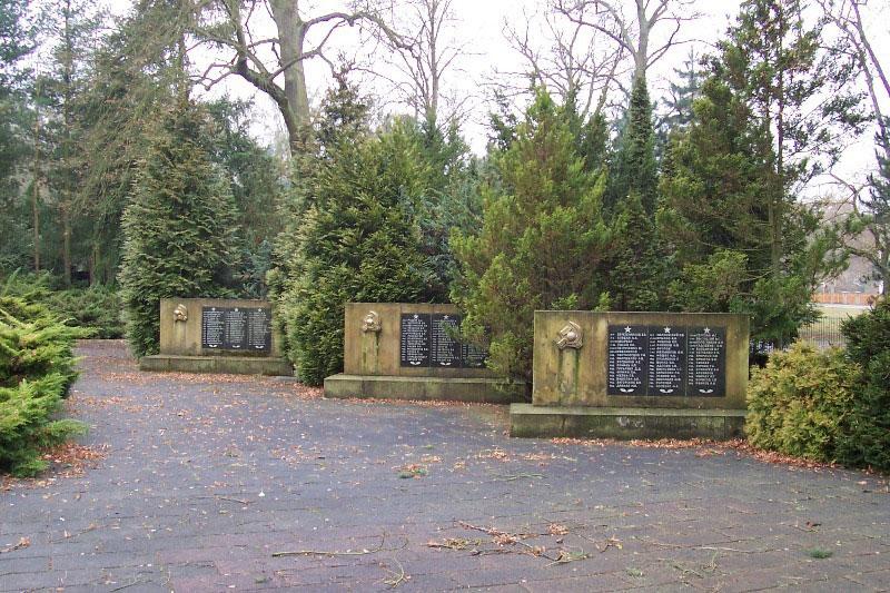 http://gsvg88.narod.ru/memorial/100_3910.jpg